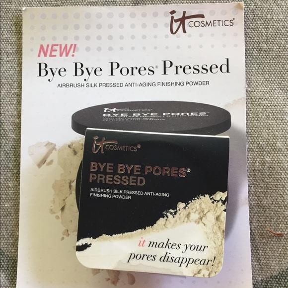 it cosmetics Other - Bye Bye Pores Pressed Finishing Powder